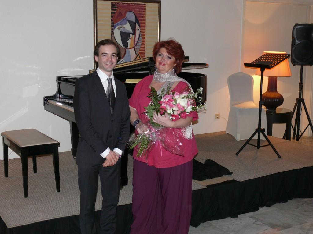 avec François Dumé, après un récital chant-piano donné à la Résidence de France de Djéddah (Arabie saoudite), le 24 mars 2014