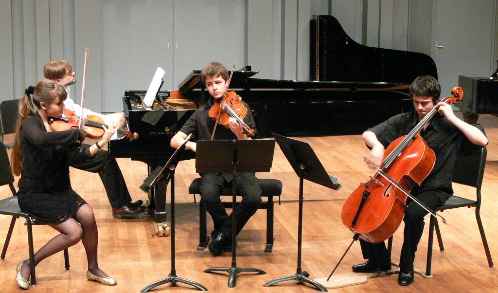 dans le quatuor op. 60 de Brahms, avec quatuor en ut mineur de Brahms, avec Mathilde Potier, Adrien Boisseau et Yan Levionnois, le 15 mai 2007, salle Fleuret au CNSMDP