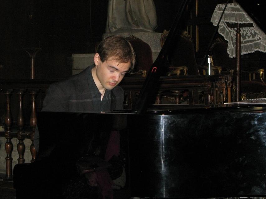 récital solo à la cathédrale Sainte-Croix des Arméniens, août 2011