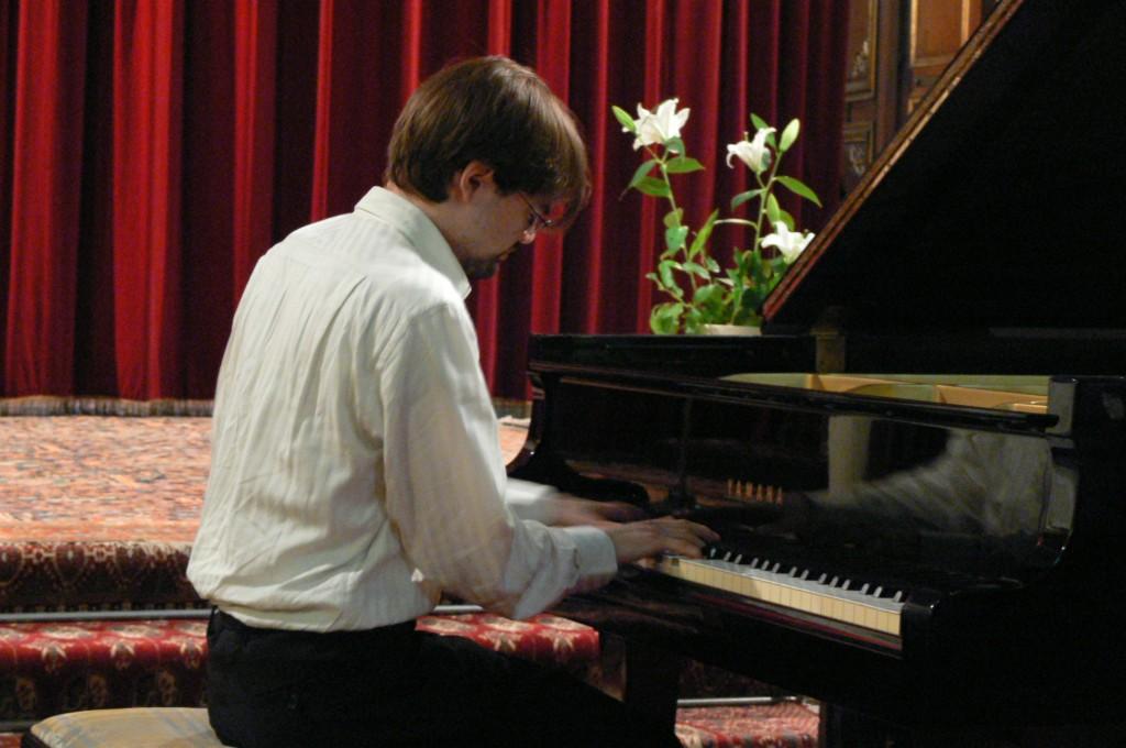récital solo à la cathédrale Sainte-Croix des Arméniens, le 27 mai 2007
